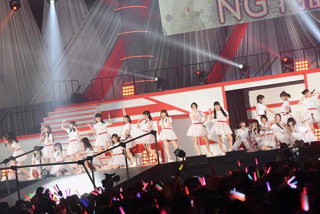 「チームNGT推し」を披露するNGT48。