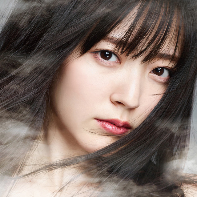 鈴木愛理1stソロアルバム「Do me a favor」初回限定盤ジャケット