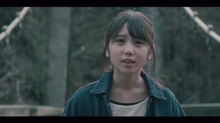 """与田祐希の""""個人PV""""「ホラー映画で最初に死ぬやつ」のワンシーン。"""