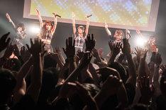 DEAR KISS「DEAREST DREAM」東京・TSUTAYA O-WEST公演の様子。(写真提供:FIFTY-FIFTY inc.)