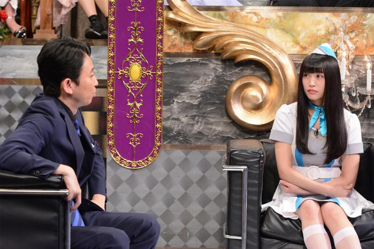 左から有吉弘行、根岸愛。(c)日本テレビ