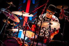H ZETT KOU(Dr)(Photo by Yuta Ito)