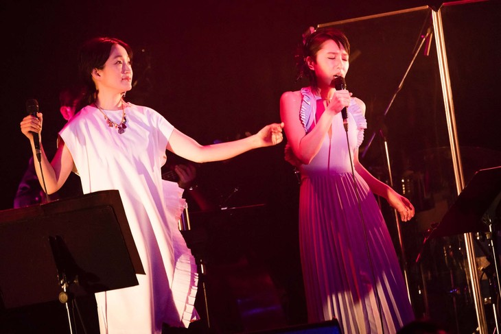 左から安藤裕子、笹川美和。(撮影:田中聖太郎)