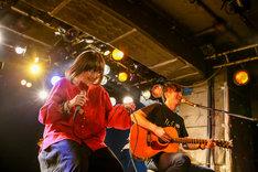 majikoと荒井岳史(the band apart)。(Photo by Viola Kam[V'z Twinkle])