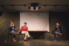 左からケンモチヒデフミ、コムアイ、三宅正一。(Photo by Mariko Kurose)