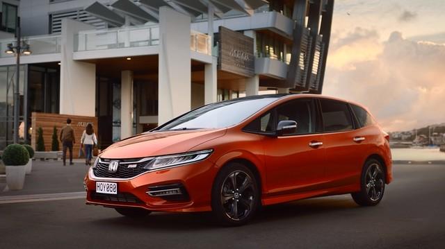Honda「JADE」CMのワンシーン。(提供:本田技研工業株式会社 JADE「NEW STYLE WGN」篇 / Honda「JADE」CMソング)