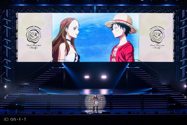 「ONE PIECE」コラボ映像と安室奈美恵。(写真提供:エイベックス)