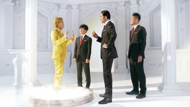 「おすだけベープ」新CM「金のリーダー篇」のワンシーン。