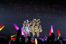 「ももいろクローバーZ 10th Anniversary The Diamond Four -in 桃響導夢-」5月22日公演の様子。(Photo by HAJIME KAMIIISAKA + Z)