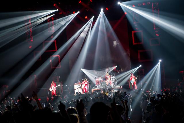 "「SCANDAL TOUR 2018 ""HONEY""」の様子。(写真提供:EPICレコードジャパン)"