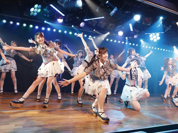 AKB48チームB「ただいま恋愛中」公演の様子。 (c)AKS