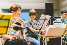左からゴンドウトモヒコ(Euphonium)、三浦千明(Flugelhorn, Glockenspiel)、大谷能生(Sax)。(撮影:後藤武浩)