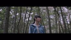 宇多田ヒカル「初恋」ミュージックビデオのワンシーン。