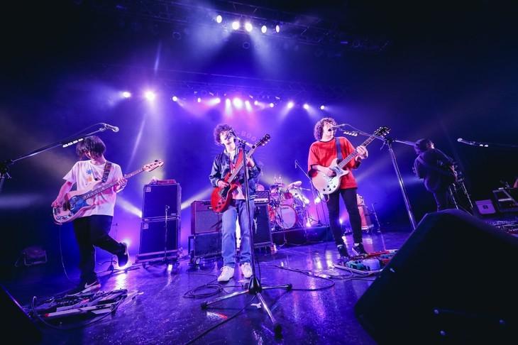「君という花」を演奏するKANA-BOONと後藤正文(ASIAN KUNG-FU GENERATION)。(撮影:山川哲矢)