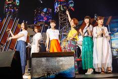 左からのっち(Perfume)、佐々木萌(エドガー・サリヴァン)、あ~ちゃん(Perfume)、Rihwa、かしゆか(Perfume)、藤原さくら。(撮影:上山陽介)