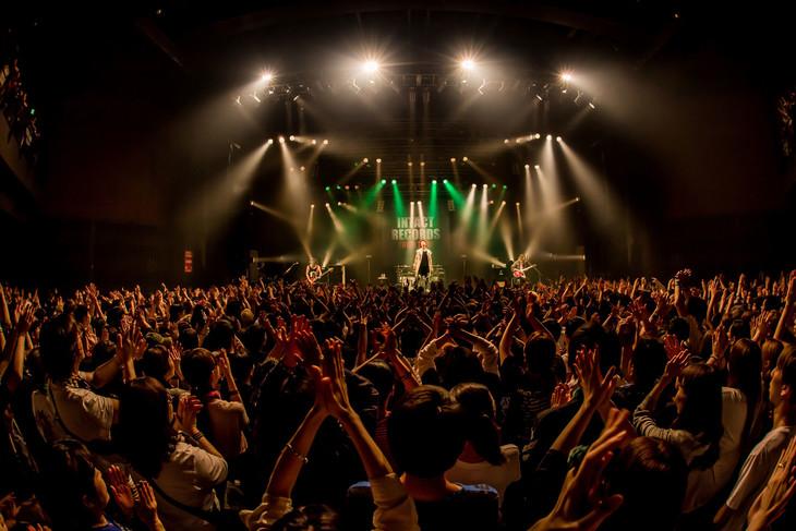 "「INTACT RECORDS TOUR 2018」東京・TSUTAYA O-EAST公演の様子。(Photo by Takashi ""TAKA"" Konuma)"