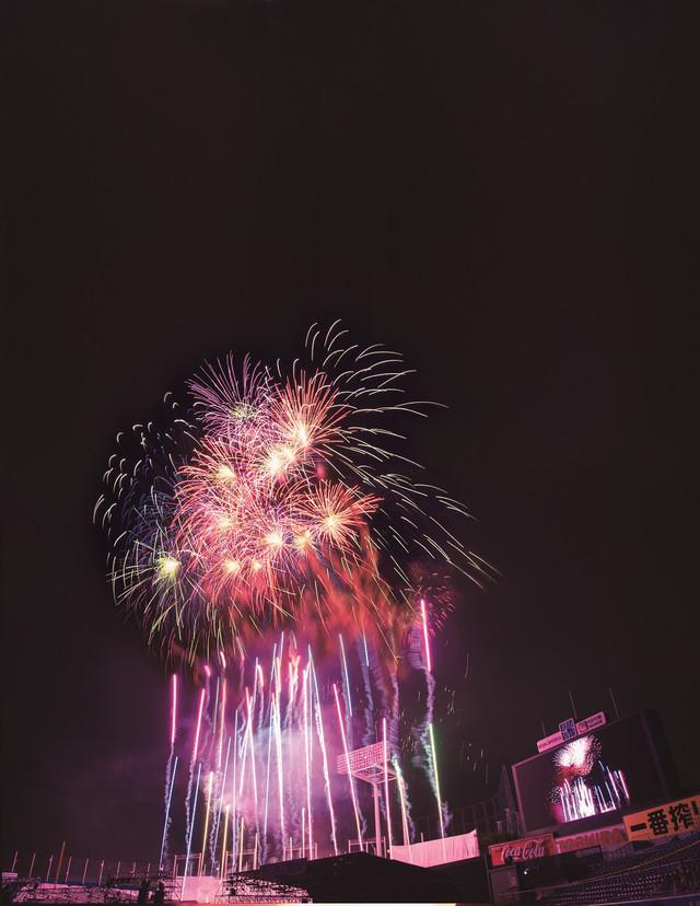 過去の「神宮外苑花火大会」の様子。(写真提供:ぴあ)