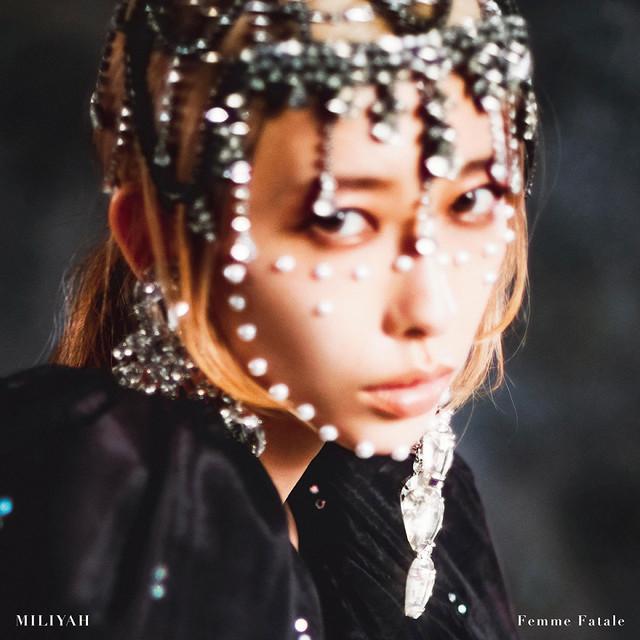 加藤ミリヤ「Femme Fatale」初回限定盤ジャケット