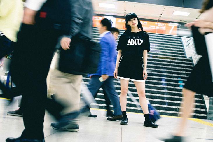 NEGLECT ADULT PATiENTSとTANGTANGコラボTシャツのイメージ写真。