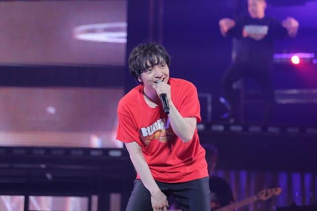 三浦大知「DAICHI MIURA BEST HIT TOUR in 日本武道館」のワンシーン。