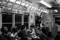 s-kenが撮影したニューヨークの地下鉄車内。