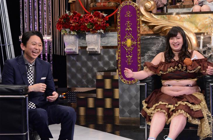 左から有吉弘行、大橋ミチ子(びっくえんじぇる)。(c)日本テレビ