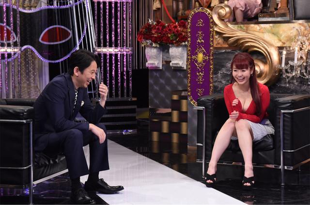 左から有吉弘行、新良エツ子。(c)日本テレビ
