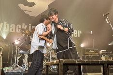 「ReI」を歌うぼくのりりっくのぼうよみと山中拓也。(Photo by AZUSA TAKADA)