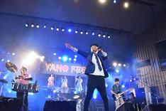 矢野博康とNegiccoをゲストに「ラヴ・アライヴ」を歌うNONA REEVES。
