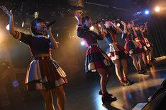 桜エビ~ずの13thワンマンライブより第2部「6月の花火」の様子。