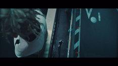 清水翔太「alone feat.SALU」ミュージックビデオのワンシーン。