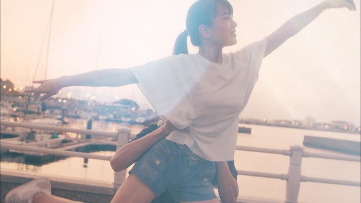 井上陽水「care」MVのワンシーン。