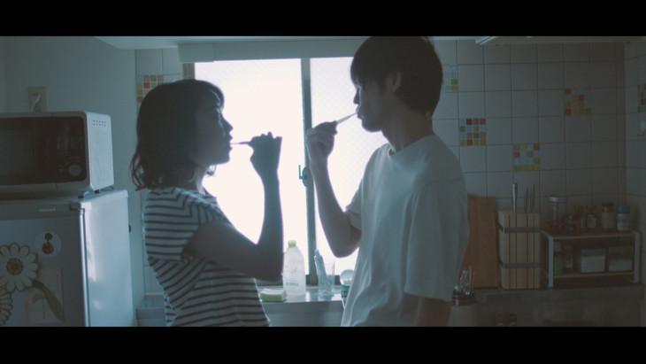 宇宙まお「休みの日」MVより。