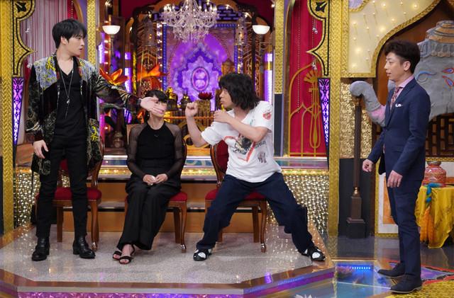 左からジェジュン、水野美紀、峯田和伸(銀杏BOYZ)、後藤輝基(フットボールアワー)。(c)日本テレビ