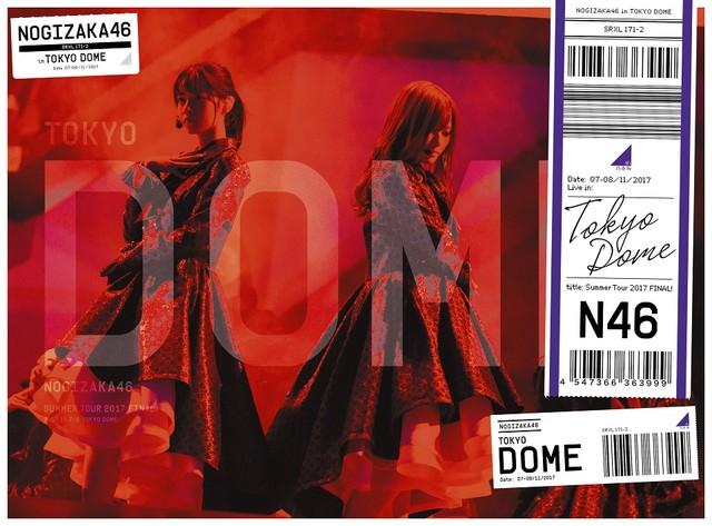 2017年の夏ツアーの模様を収めた「真夏の全国ツアー2017 FINAL!IN TOKYO DOME」Blu-ray盤ジャケット。
