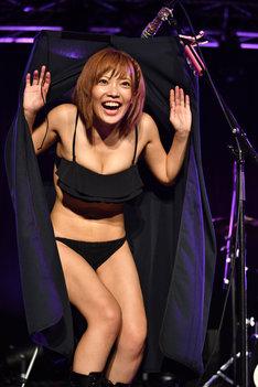 生着替えに成功した藤田恵名。