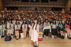 miwa「『miwa THE BEST』発売記念イベント」記念撮影の様子。(Photo by Hajime Kamiiisaka)