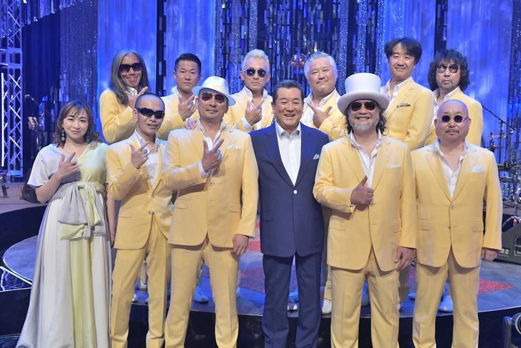 クレイジーケンバンドと加山雄三。(写真提供:NHK)