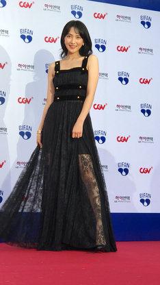 プチョン国際ファンタスティック映画祭2018のレッドカーペットに参加した知英。