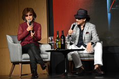 YOSHIKI のワインについて語る亜樹直の2人。