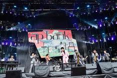 東京スカパラダイスオーケストラと櫻井和寿によるコラボステージの様子。(撮影:高田梓 [SOUND SHOOTER])