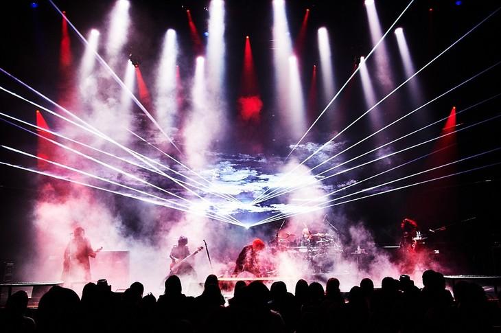 the GazettE「the GazettE  Live Tour18 THE NINTH / PHASE #01-PHENOMENON-」埼玉・三郷市文化会館公演の様子。(Photo by Keiko Tanabe)