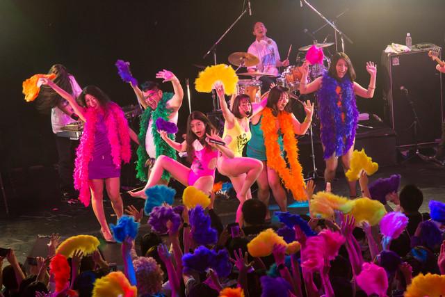 ベッド・イン「ウチらの夏物語~Season2~」東京・新宿ReNY公演の様子。(Photo by shimboyuki)