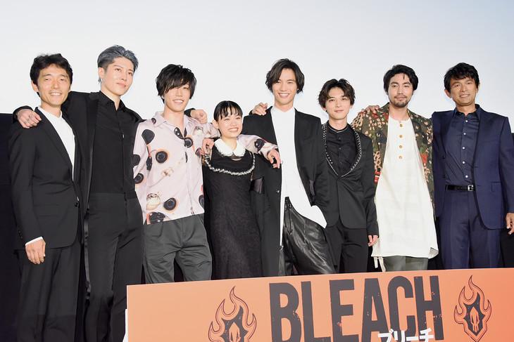 映画「BLEACH」公開記念舞台挨拶の様子。