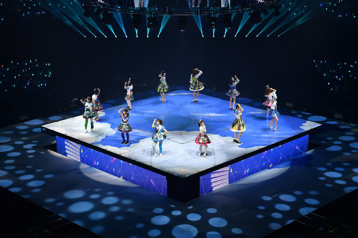 「Tokyo 7th シスターズ メモリアルライブ『Melody in the Pocket』 in 日本武道館」の様子。