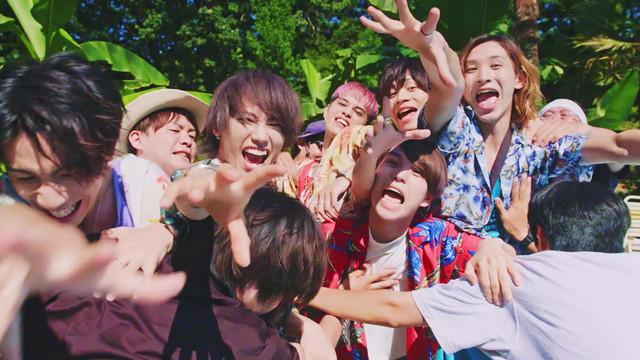 XOX「上海ハニー」ミュージックビデオのワンシーン。
