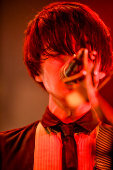 斎藤宏介(Vo, G / UNISON SQUARE GARDEN)(Photo by Viola Kam[V'z Twinkle])