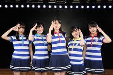 左から薮下楓、岡田奈々、瀧野由美子、岩田陽菜、石田千穂。(c)AKS