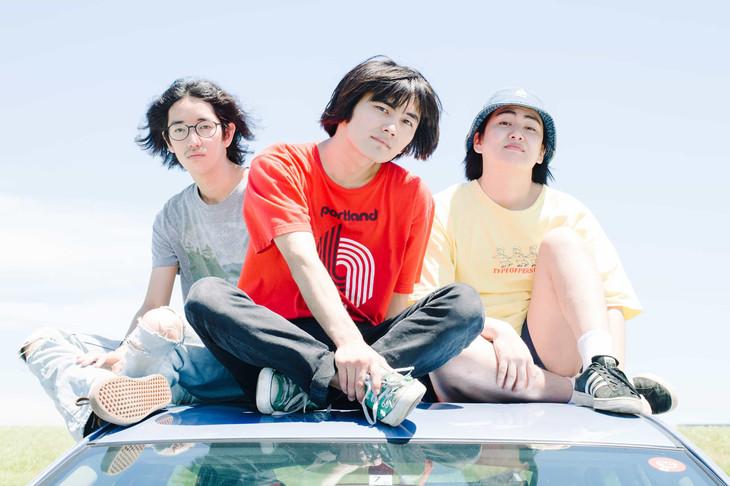 SUNNY CAR WASH。中央が岩崎優也(Vo, G)。