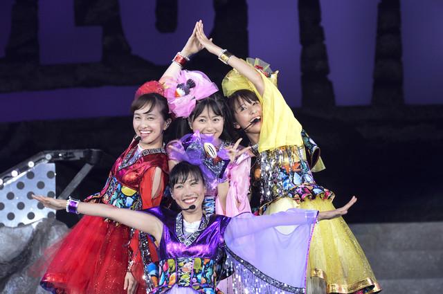 ももいろクローバーZ「MomocloMania2018 -Road to 2020-」8月5日公演の様子。(Photo by HAJIME KAMIIISAKA+Z)